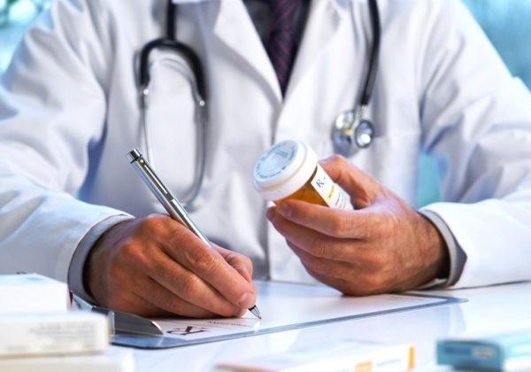 Российские больницы теряют миллиарды из-за непонятного почерка врачей