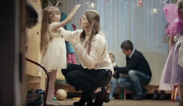Игорь Матвиенко выпустил ролик с призывом отложить телефон ради общения