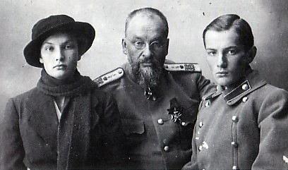 Боткин с детьми - Татьяной и Глебом.
