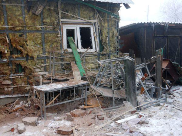 На Донбассе при обстреле храма разрушена воскресная школа (+фото)