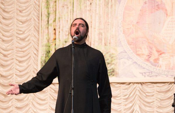 «Дерзко и неповторимо»: священник из липецкого поселка создал арт-студию
