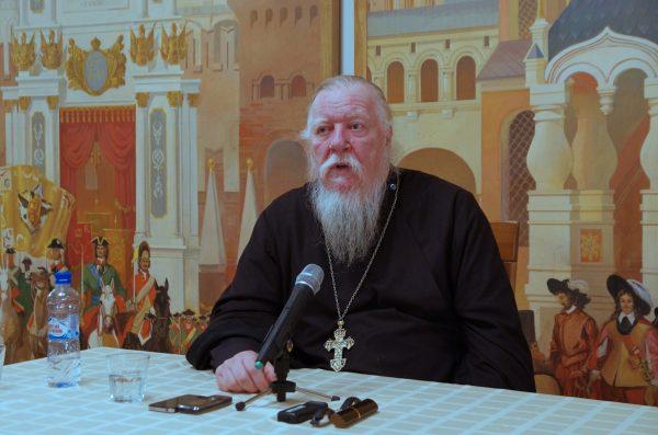 Протоиерей Димитрий Смирнов назвал здравой идею праздновать Рождество 25 декабря