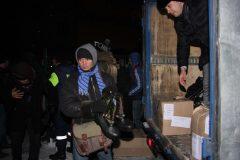 В Москве прошла массовая раздача зимней обуви бездомным