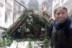 В разрушенной церкви Алеппо художник создал Пещеру Рождества