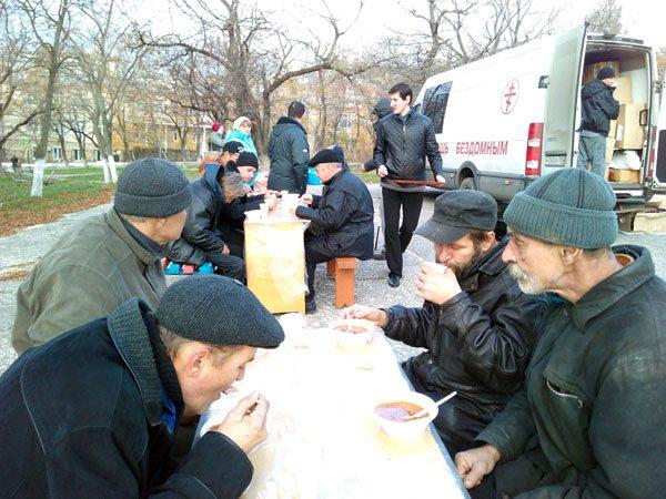 Благотворительный автопробег помог 341 бездомному на юге России
