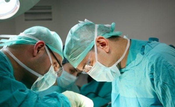 Коллектив московской 62-й больницы встал на защиту главврача
