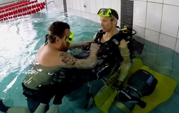 Житель Таганрога создал первую в мире инвалидную коляску для дайвинга