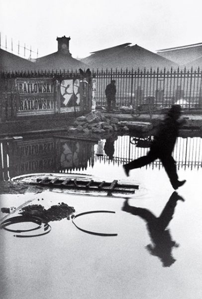 Анри Картье-Брессон. Позади вокзала Сен-Лазар. 1932.