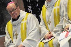 Католический епископ запретил причащать верующих перед эвтаназией