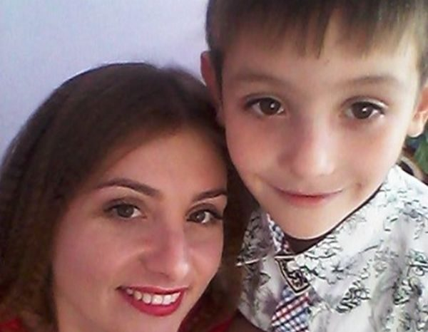 Семилетний мальчик дважды забегал в горящий дом ради спасения сестер