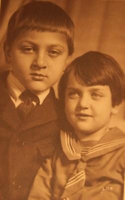 Лилия с братом Юрой