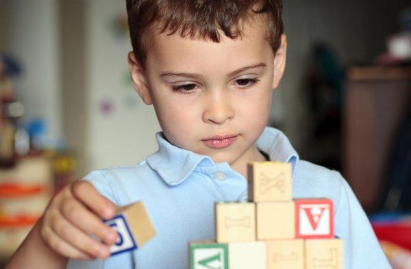 Минобрнауки предлагает присваивать статус инвалида детям-аутистам