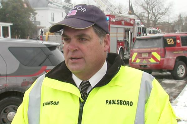 Мэр американского Полсборо спас девушку из горящего здания