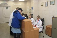 Уволен главврач больницы из Уфы, где женщина ползла по лестнице