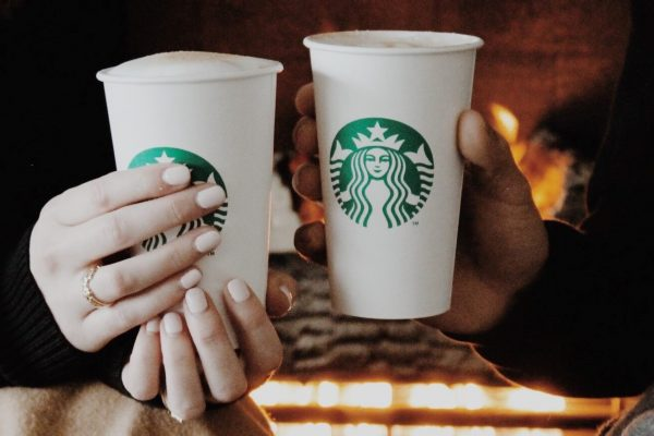 Starbucks наймет 10 тысяч беженцев по всему миру
