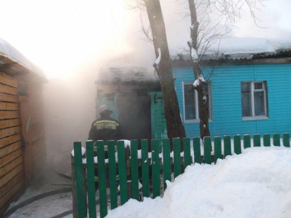 17-летний студент спас из пожара двух детей в Костромской области