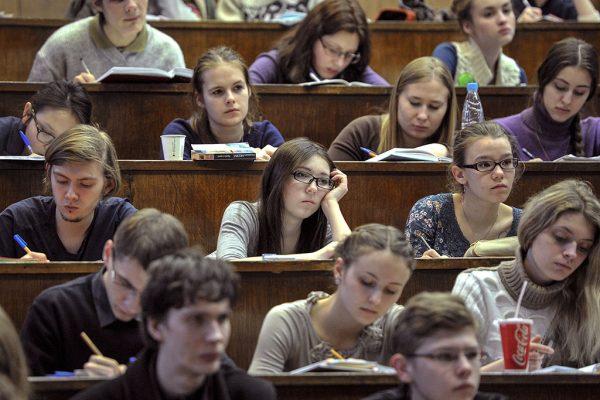 Студентам все труднее отыскать работу после университета