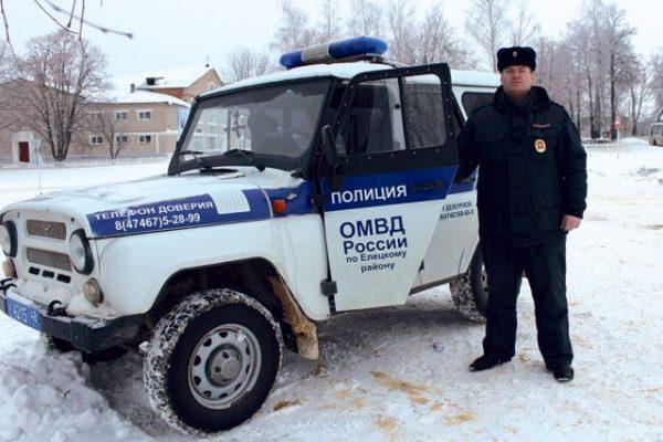 Участковый, спасший семью в Липецкой области, награжден ценными подарками