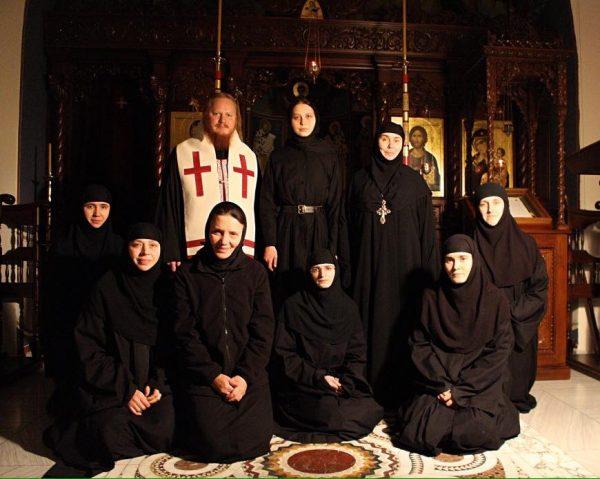 Духовник, игумения и насельницы Ольшанской обители. Январь, 2017
