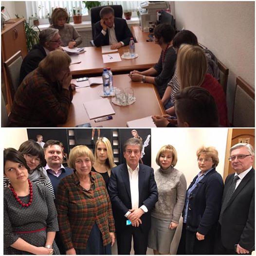 Глава департамента соцзащиты Владимир Петросян с психологами. Фото: instagram.com