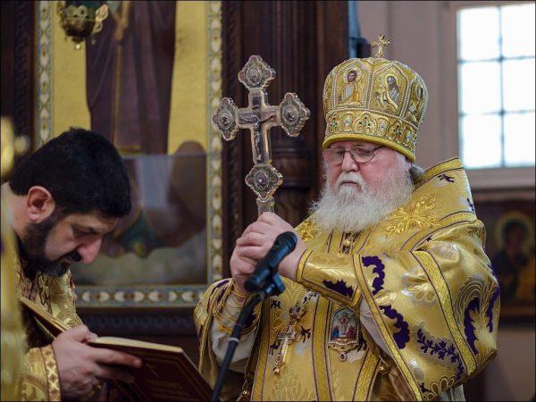 Архиепископ Феофан на богослужении. Фото: rokmp.de