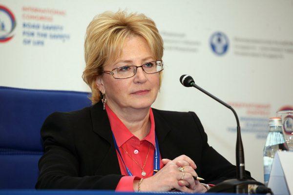 Скворцова назвала «гиперболой» предложение запретить продажу табака рожденным после 2014 года