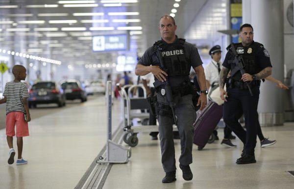 Пять человек погибли при стрельбе в аэропорту во Флориде