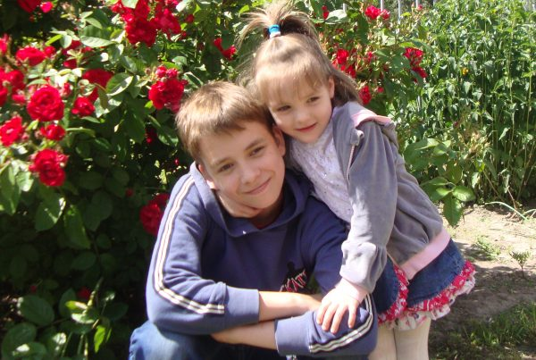 Феодосий с сестричкой Варей