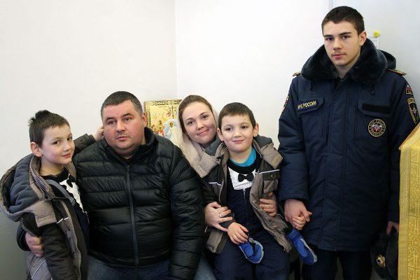 На получение приза за победу в конкурсе Нина пришла с мужем и сыновьями. Фото: Тамара Амелина