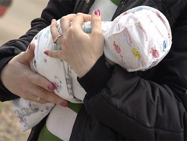 Украденного из больницы ребенка могут оставить на воспитание похитившей его женщине
