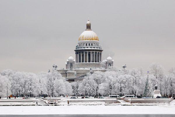 Митинг против передачи Исаакиевского собора Церкви прошел в Петербурге