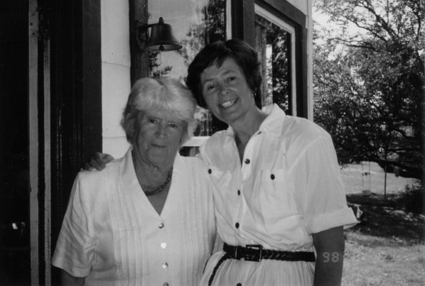 Матушка Иулиания Шмеман с дочерью Машей. Фото: stnina.org