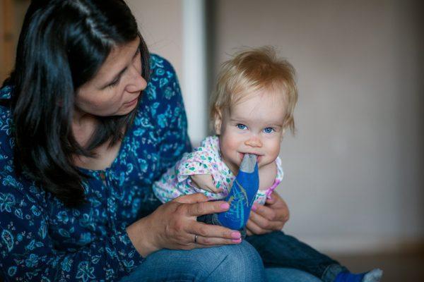 Василина на руках у Эльмиры. Фото: Анна Данилова