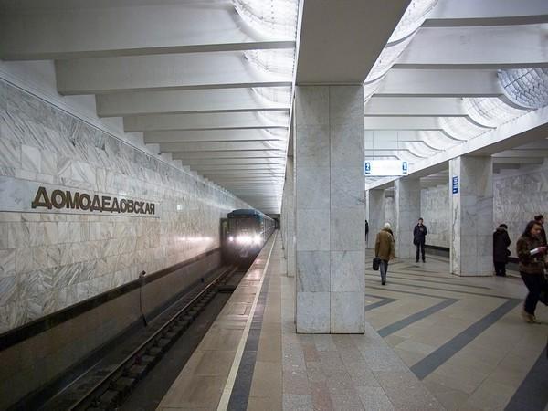 Опубликовано видео спасения девушки, бросившейся под поезд в московском метро