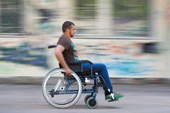 Счетная палата нашла нарушения при выдаче инвалидных колясок