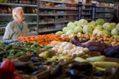 Россияне поддержали введение продовольственных карточек