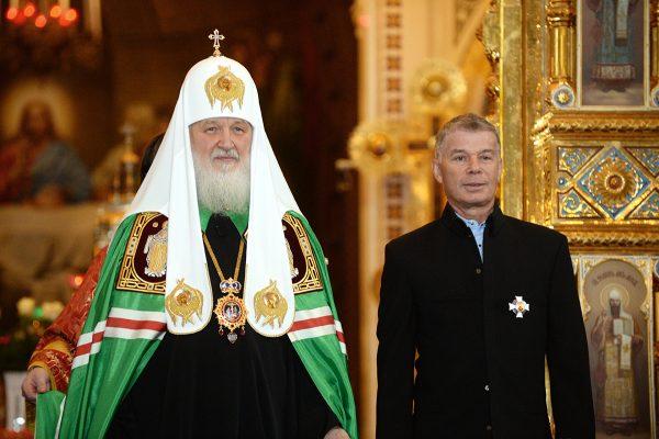 Патриарх вручил церковные награды артистам Михаилу Ножкину и Олегу Газманову