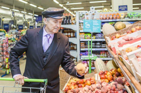 Малоимущим помогут баллами для обмена на продукты