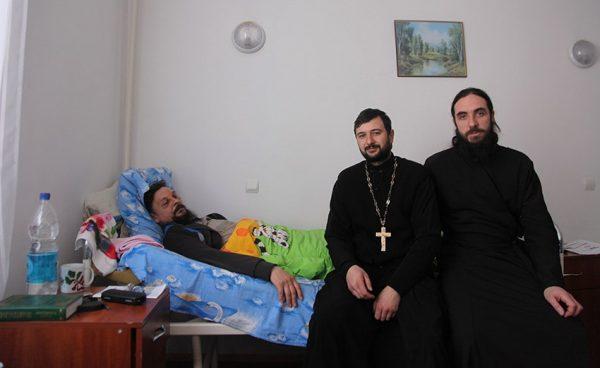 Трое самозванцев изУАПЦ избили первосвященника УПЦМП вукраинских Черкассах