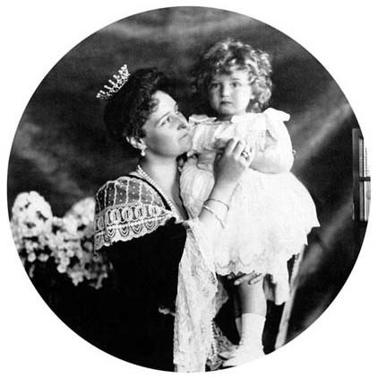 Императрица Александра Федоровна и цесаревич Алексей. 1906 г