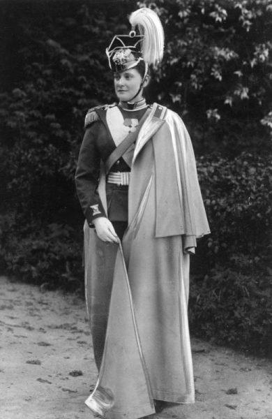 Царица Александра в мундире Лейб-гвардии Уланского Её Величества полка, 1893 год.
