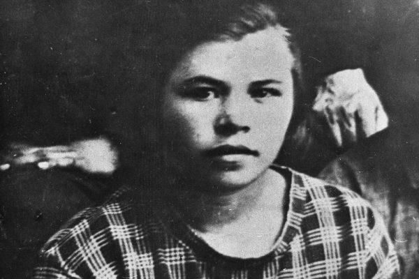 Ксения Некрасова. Фото из архива ее одноклассницы Веры Прокопьевой. Ирбит, 1929 год
