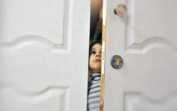 «Кто не спрятался, я не виноват»: приемные родители прячутся, опека водит