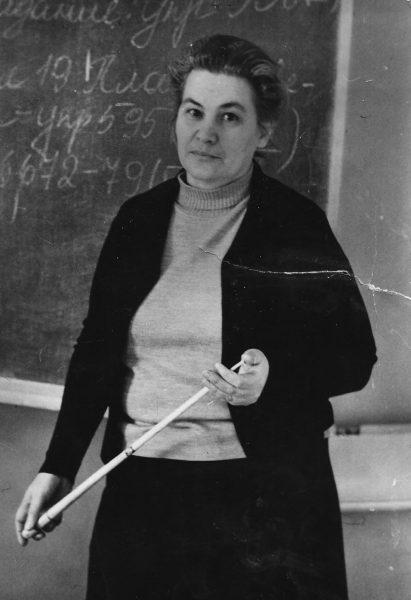 Лидия Васильевна Хохлова на уроке