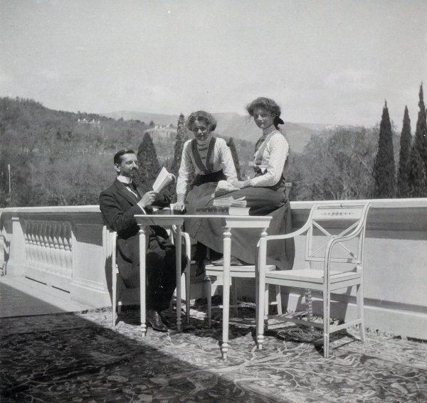 Пьер Жильяр с княжнами Ольгой и Татьяной. Крым, 1911 год