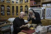 Монах спасает от боевиков древние рукописи