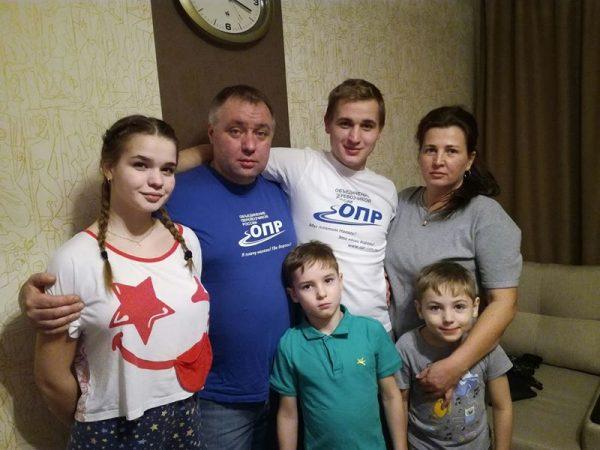 Петербургские органы опеки попытались изъять детей из семьи арестованного активиста