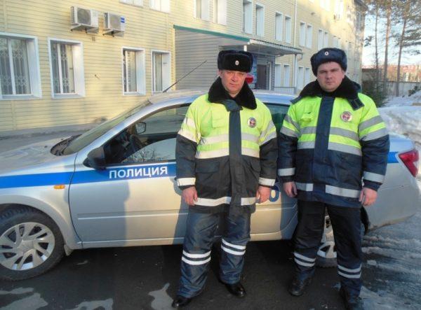 Мужчина из Твери спас замерзающего водителя из Новосибирска, позвонив в полицию