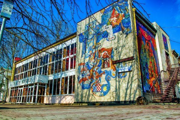 Ростовский губернатор опроверг выселение епархией театра кукол на улицу