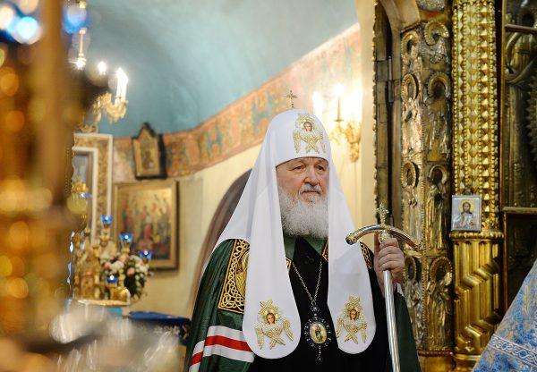 Патриарх Кирилл в столетие отречения Николая II помолился о жертвах революции